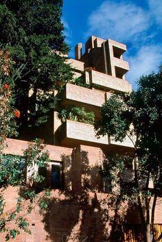 Clásicos de Arquitectura: Edificio Alto de los Pinos / Rogelio Salmona. Mucho más sobre nuestra hermosa Colombia en www.solerplanet.com