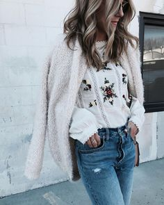 Ahhhh I love the top and the texture of the coat.. so detailed, delicate, feminine and stylish!