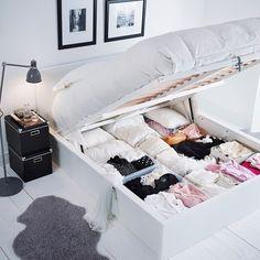 Dormitorios pequeños: cama con canapé