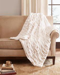 Oversized Throw Blanket, Fur Throw Pillows, Faux Fur Throw, Bed Throws, Throw Blankets, Fur Pillow, Fur Blanket, Winter Bedding, Luxury Throws