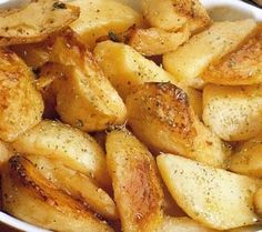 Cartofi la cuptor grecești Tumblr Food, Food Cravings, Yummy Drinks, Allrecipes, Deserts, Good Food, Food And Drink, Cooking Recipes, Potatoes