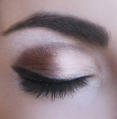 Love this look. It works no matter what look your going for. Easy everyday eye make-up.