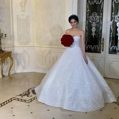 Rochie mireasa stil printesa realizata in totalitate din material cu sclipici. The Bride, Wedding Gowns, Wedding Planning, Dream Wedding, Anniversary, Future, Fashion, Bridal Gowns, Boyfriends