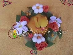 Centrotavola http://ilfilodimais.blogspot.it/2013/03/cestino-fiorito-in-panno.html