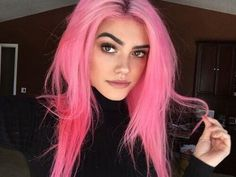 Pink hair color ideas Those looking for pink hairstyles here! The popularity of pink hair continues to increase day by day. Do not think of a single col. Pastel Pink Hair, Hair Color Purple, Hair Dye Colors, Cool Hair Color, Green Hair, Bright Pink Hair, Long Pink Hair, Unique Hair Color, Pink Hair Streaks