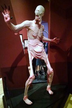ギレルモ・デル・トロの脳内を散歩。蒐集物や等身大人形などの怪奇的なコレクションがロサンゼルスで展示 | ADB