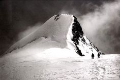 Vittorio Sella - was an Italian photographer and mountaineer, who took photographs of mountains which are regarded as some of the finest ever made. History Of Photography, Photography Gallery, Fine Art Photography, Mountain Paintings, Ansel Adams, In Boston, Skull Art, Old Things, Around The Worlds