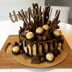 birthday chocolate drip cake with caramel and chocolate explosion Chocolate Drip Cake, Birthday Chocolates, 30th Birthday, Birthday Cakes, Birthday Ideas, Baking And Pastry, Drip Cakes, Cupcake Cakes, Cupcakes