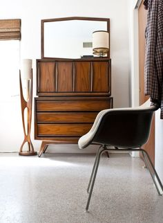 View of our bedroom from the doorway. Again, everything was thrited or found at a flea market. #eames #midcenturymodern