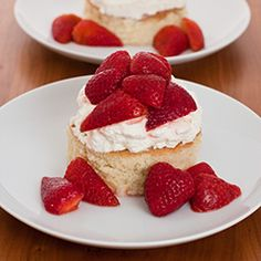 I'm a huge fan of tres leches. Huge. I cannot begin to write how much I love this cake. It's the moistness. The sweetness. The creaminess. On our trip to Cancun, while walking aro…