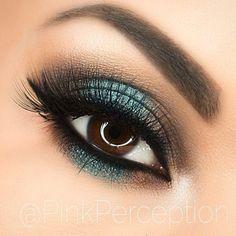 beautiful eye make up - blue turquoise