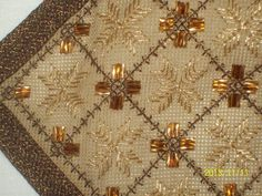 Gallery.ru / Фото #59 - ttt - ergoxeiro Gold Work, Diy Projects To Try, Beading Patterns, Needlework, Embroidery Designs, Diy And Crafts, Cross Stitch, Beads, Christmas Tree