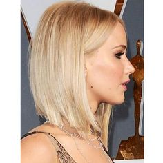 Jennifer Lawrence Works A Sharp Icy Blonde Bob At The Oscars, 2016 bob frisuren Bob Hairstyles To Give You All The Short Hair Inspo Hair Styles 2016, Medium Hair Styles, Short Hair Styles, Bob Styles, Great Hair, Pretty Hairstyles, Simple Hairstyles, Modern Bob Hairstyles, Blonde Bob Hairstyles