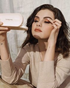 Selena Gomez Makeup News, Eye Makeup, Selena Gomez With Fans, New Eyeshadow Palettes, Eye Primer, Marie Gomez, Female Singers, Her Smile, American Singers