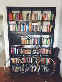 Pan Thomas Orchowski przedstawia bibliotekę mobilną. #biblioteka #library #books #książki #czytam #słowo #obraz #terytoria #konkurs #rower