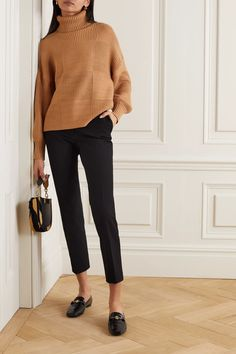 Discover recipes, home ideas, style inspiration and other ideas to try. Casual Work Outfits, Professional Outfits, Mode Outfits, Work Casual, Fall Outfits, Work Outfits Office, Black Work Outfit, Winter Office Outfit, Chic Winter Outfits