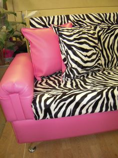 If only my boyfriend would let us do our WHOLE house in pink & zebra instead of just the bedroom & bathroom lol