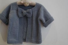 Free knitting pattern - baby cardigan complete with a bow! Baby Knitting Patterns, Knitting For Kids, Crochet For Kids, Baby Patterns, Crochet Baby, Knit Crochet, Free Knitting, Knitted Baby Clothes, Baby Knits