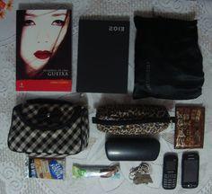 Post novo no Blog Coisa e tal: http://blogcoisaetal.blogspot.com.br/2013/06/whats-in-my-bag-versao-estudante-de.html Um What's in my bag? onde mostro tudo que uma mulher leva na bolsa e mais o que uma estudante de medicina precisa acrescentar!