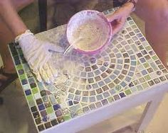 mosaic table how to-simple parson's table, easy design Tile Art, Mosaic Art, Mosaic Glass, Mosaic Tiles, Stained Glass, Tiling, Mosaic Designs, Mosaic Patterns, Diy Table Top