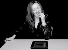 """A ideia é do fotógrafo Clayton Cubitt mas rapidamente se espalhou, dando origem a algumas réplicas. Hysterical Literature é uma série de vídeos de mulheres lendo textos, com passagens eróticas ou não, ao mesmo tempo que são estimuladas por um vibrador. Atingindo o clímax, elas mostram """"o dualismo entre o corpo e a mente"""". O fotógraf..."""