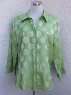 Foxcroft-size-18-light-green-shiny-retro-floral-wrinkle-free-fitted-button-down