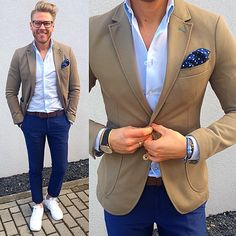 #dapper @keymanstyle - Master of color coordination. We can learn from him that khaki and navy blue goes well together #harristweed #tweed #watch #gentleman #mensfashion #menstyle #menswear #menwithclass #gq #mrporter #bespoke #tailored #ootd #details #elegant