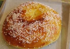 Fouace aveyronnaise – Fouace is a very old traditional cake of typical Aveyron origin. Its recipe respects the Aveyron tradition as closely as possible, giving a compact but flexible cooked dough with a good taste of orange blossom. Bread And Pastries, French Pastries, Croissants, Organic Cooking, Cake Recipes, Dessert Recipes, Brioche Bread, Traditional Cakes, French Toast Bake