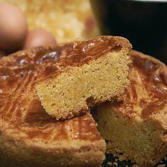 GATEAU BRETON (350 g de farine, 350 g de beurre, 300 g de sucre, 6 jaunes d'oeufs (+ 1 pour dorer le gâteau), Un peu de rhum)