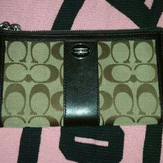 Coach wallet Eeuc!! Coach wallet.  Signature C 5x8 Coach Bags Wallets