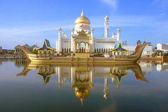 Conozca Brunei  un país situado en la costa norte de la isla de Borneo, en el sudeste de Asia, está  rodeado por el estado de Sarawak, Malasia. Brunei, recuperó su independencia del Reino Unido el 1 de enero de 1984. Brunei, el remanente de un poderoso sultanato, recuperó su independencia del Reino Unido el 1 de enero de 1984. http://www.turismoenasia.com.ar/viajes-brunei.html