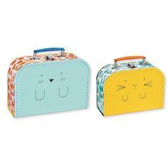 <p>Lot de deux valisettes en carton , avec poignée en plastique et fermoir en métal, impression chat pour l'une et lapinpour l'autre , design Bandjo pour Atomic Soda. Pour ranger ses petites affaires ou pour décorer sa chambre. On aime ces graphismes frais et joyeux !</p>