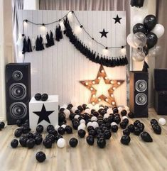 47 Ideas For Party Balloons Photography Black White Rockstar Party, Rockstar Birthday, Adult Birthday Party, Birthday Diy, 21st Party, Black And White Party Decorations, Black White Parties, Black And White Theme, Party Rock