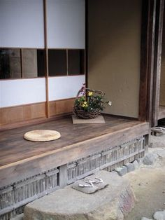落柿舎。 縁側 Japanese Bath House, Japanese Style House, Traditional Japanese House, Japanese Modern, Japanese Interior, Japanese Design, Japanese Architecture, Sustainable Architecture, Pavilion Architecture
