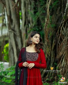 Simple Gown Design, Simple Kurta Designs, Long Dress Design, Dress Neck Designs, Kurta Designs Women, Designs For Dresses, Indian Look, Dress Indian Style, Indian Fashion Dresses