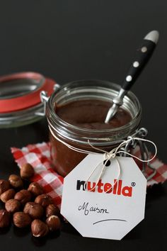 Homemade Nutella For 1 large pot or two small: of whole hazelnuts of melted milk chocolate Nutella Snacks, Nutella Cupcakes, Nutella Brownies, Nutella Recipes, Brunch Recipes, Sweet Recipes, Breakfast Recipes, Quick Snacks, Quick Easy Meals