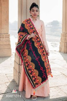 BLACK 💃🏻 Love for black never fades. Full embroidery 2 mtr long heavy dupatta for traditional outfits Pakistani Lawn Suits, Pakistani Dresses, Indian Dresses, Navratri Dress, Hand Painted Dress, Lehnga Dress, Silk Dupatta, Heavy Dupatta, Kurta Designs