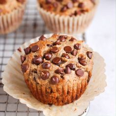 These easy paleo banana bread muffins are made with no added sugar, are oil free, dairy free, and are made using simple ingredients like almond flour. Paleo Banana Muffins, Flours Banana Bread, Peanut Butter Banana Bread, Banana Chocolate Chip Muffins, Baked Banana, Banana Bread Recipes, Banana Almond Flour Muffins, Banana Chips, Paleo Chocolate Chips