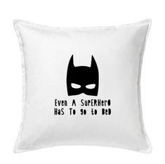 DIY Batman Masker Even A Superhero Strijkapplicatie Flexfolie Strijktransfer | Zwart | Ook op kussen verkrijgbaar door PaperCandyNL op Etsy Batman • Quote • Even a Superhero Has to go to bed iron-on heattransfer for T-shirt, pillow case or cotton bag etc. Also available already, professional, pressed on cushion cover. Kidsroom Livingroom decoration
