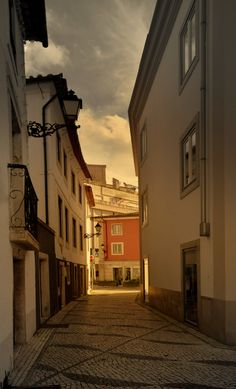 Portugal Country, Spain And Portugal, Europe Continent, Virtual Travel, Cities In Europe, Red Walls, Famous Places, Travel Essentials, Pathways