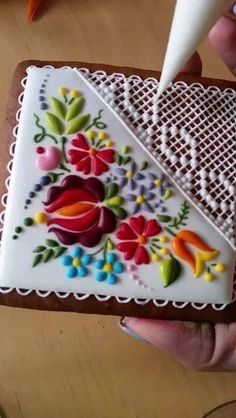 Good example of using basic shapes and colours to create some lovely florals Crazy Cookies, Fancy Cookies, Iced Cookies, Easter Cookies, Royal Icing Cookies, Sugar Cookies, Biscuit Decoration, Food Decoration, Fiesta Cake