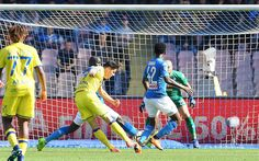 Mariusz Stepinski of AC Chievo Verona scores the 0-1 goal during the serie A match between SSC Napoli and AC Chievo Verona at Stadio San Paolo on April 8, 2018 in Naples, Italy.