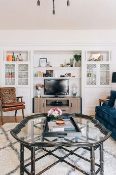 Julia Goodwins'sperfectly accessorized San Franciscohomecompliments her career beautifully.As the owner of an int...