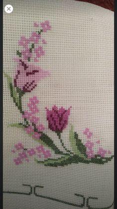 Cross Stitch Rose, Cross Stitch Flowers, Border Embroidery Designs, Hand Embroidery, Filet Crochet, Knit Crochet, Peacock Mehndi Designs, Diy Curtains, Christmas Cross