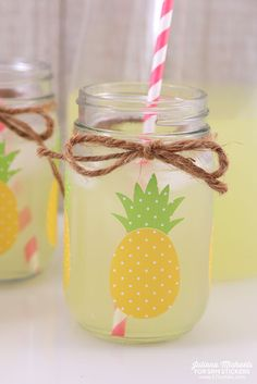 SRM Stickers: Pineapple Mason Jars with Patterned Vinyl by Juliana Summer Diy, Summer Crafts, Fun Crafts, Diy And Crafts, Crafts For Kids, Happy Summer, Mason Jar Crafts, Mason Jar Diy, Birthday Party Decorations Diy