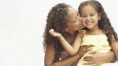 Estudo americano mostrou que apoio emocional e afeto por parte das mães é ainda mais crucial nos primeiros anos do filho.