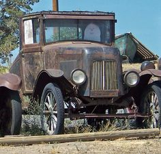 Unusual body, hood, & grill. The rest is Ford Model T (fenders, headlights, wheels, axles, & frame, with aftermarket coil springs added). photo by david w. pearcy, Beautiful Lawns of Wa., via Flickr