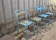Chaises Tolix http://pastpluspresent.blogspot.fr/2012/02/chaises-de-style-tolix-en-metal-patine.html