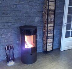 AES INTERIØR OG DESIGN: Ny ovn å vedhylle på plass!! Herlig med kosekveld å fyr i ovnen nå som høsten er kommet :):) Kjekt å se før å etter bilde :)