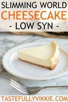 Slimming World Cheesecake (Low Syn) astuce recette minceur girl world world recipes world snacks Slimming World Cheesecake, Slimming World Deserts, Slimming World Puddings, Slimming World Dinners, Slimming World Recipes Syn Free, Slimming Eats, Slimming World Taster Ideas, Low Fat Cheesecake, Rolo Cheesecake